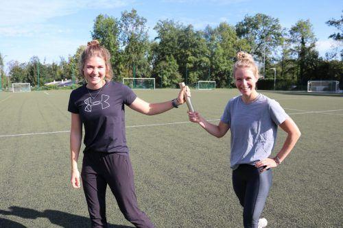 Stabübergabe: Die neue Sportkoordinatorin Julia Bakker (links) mit ihrer Vorgängerin Lena Schwarz.cth