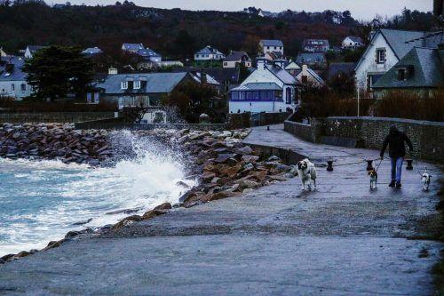 Starke Böen fegten über die französische Atlantikküste. AFP