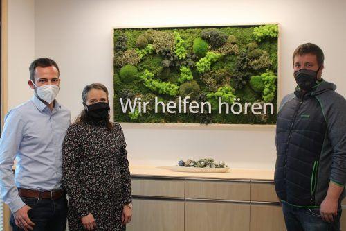 Stefan und Cornelia Mathis sowie Außenstellenleiter Peter Moosbrugger präsentierten die Filiale Bezau der LZH Hörtechnik GmbH. stp