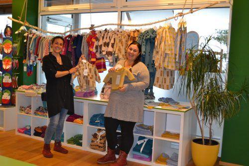 Stefanie Illmer-Schäfer (l.) und Julia Pasterk freuen sich über die neuen Geschäftsräume ihrer Herzkäferle Trageberatung.BI