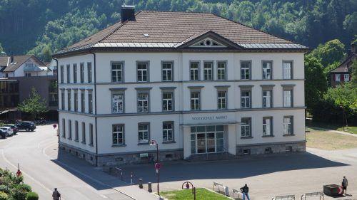 Über zwei Millionen Euro sind im Götzner Haushalt für die Planungsarbeiten zur Sanierung der Volksschule Markt vorgesehen. Archiv/ceg