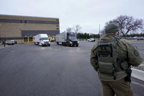 US-Marshalls des Justizministeriums bewachen die Impflieferungen. APA