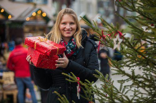 Viele Vorarlberger kaufen wie Juliane die Geschenke beim regionalen Handel.VN/PS