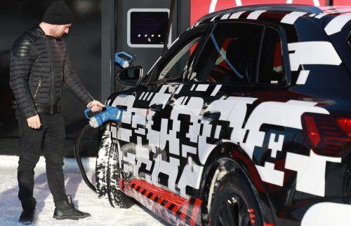 Zu Jahresbeginn entwicklete Marcel Hirscher ein Faible für schnelle Autos.gepa