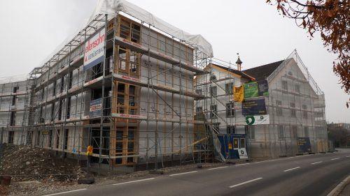 Zwölf leistbare Wohnungen entstehen hier beim ehemaligen Armenhaus.Egle