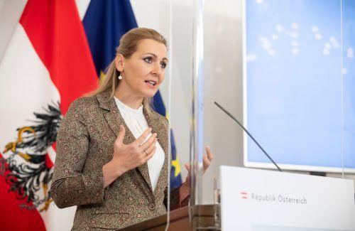 """ABD0033_20201222 - WIEN - ÖSTERREICH: ++ HANDOUT ++ ZU APA0132 VOM 22.12.2020 - Arbeitsministerin Christine Aschbacher (ÖVP) am Dienstag, 22. Dezember 2020, anlässlich einer Pressekonferenz zum Thema """"Aktuelle Lage am Arbeitsmarkt"""" in Wien. - FOTO: APA/BUNDESKANZLERAMT/CHRISTOPHER DUNKER - ++ WIR WEISEN AUSDRÜCKLICH DARAUF HIN, DASS EINE VERWENDUNG DES BILDES AUS MEDIEN- UND/ODER URHEBERRECHTLICHEN GRÜNDEN AUSSCHLIESSLICH IM ZUSAMMENHANG MIT DEM ANGEFÜHRTEN ZWECK UND REDAKTIONELL ERFOLGEN DARF - VOLLSTÄNDIGE COPYRIGHTNENNUNG VERPFLICHTEND ++"""