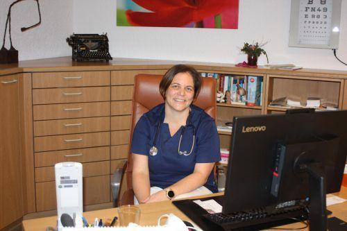 Allgemeinmedizinerin Magdalena Wöß an ihrem Arbeitsplatz – in der Kassenordination in der Alemannenstraße.VN/Knobel
