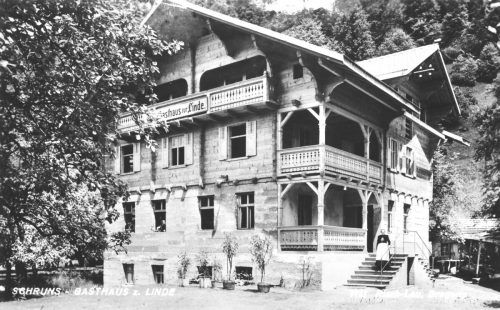 """Am 7.10.1949 wurde zu einer gemütlichen Keller-Partie in das Gasthaus Linde in Schruns gerufen. Für die Stimmung sorgte """"Tangonilla"""".Ansichtskartensammlung Vorarlberger Landesbibliothek"""