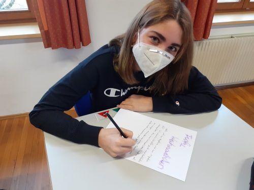 Am Poly Thüringen wurden Weihnachtsbriefe für ältere Menschen verfasst, die am 24. Dezember unter den Bewohnern des Sozialzentrums SeneCura in Bludenz verteilt wurden.