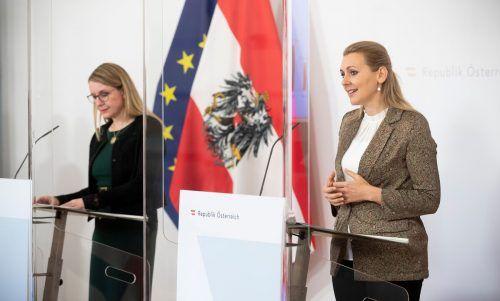 Arbeitsministerin Christine Aschbacher (ÖVP) dementiert die Vorwürfe. APA
