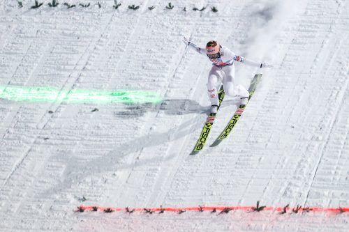 Auf 138 und auf 136 Meter flog Stefan Kraft beim Weltcup in Baden-Württemberg.GEPA