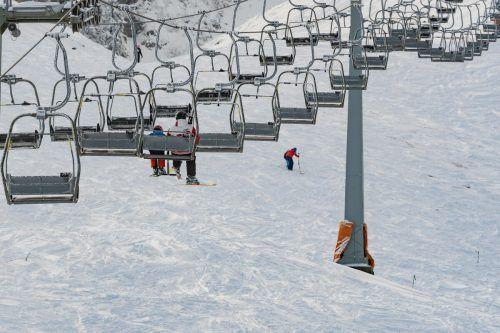 Auf Pisten und Sesseln herrscht genug Abstand in Skigebieten. VN/Stiplovsek