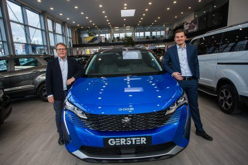 Bei Auto Gerster tritt die nächste Generation ins Unternehmen ein: Firmenchef Christoph Gerster (l.) und Verkaufsleiter Philipp Gerster mit Peugeot. VN/Steurer