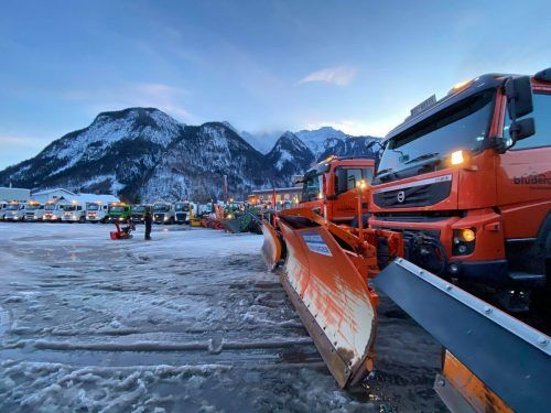 Bei der Schneeräumung im Bludenzer Stadtgebiet kam schweres Gerät zum Einsatz.Stadt Bludenz