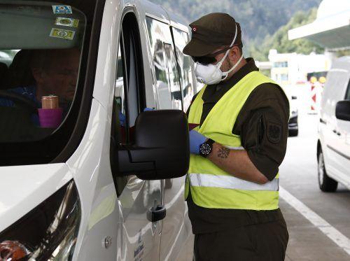 Bei einer Kontrolle müssen die Einreisenden das PDF-Dokument vorzeigen. APA