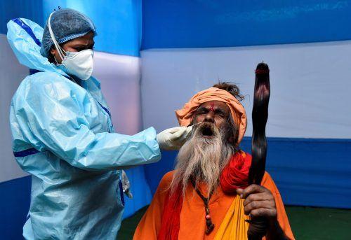 Das hinduistische Fest Makar Sankranti am 14. Jänner wird inmitten der Pandemie gefeiert. Die Pilger in Kalkutta werden daher getestet. RTS