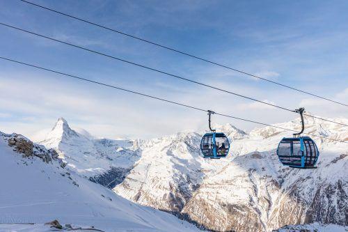 Das Kabinendesign steht ganz im Zeichen der Bergwelt. In der Gondelbahn können 1500 Personen pro Stunde transportiert werden. bergbahnen