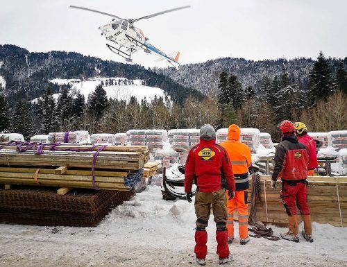 Für die Sanierung benötigte Materialtransporte erfolgen aufgrund der Unzugänglichkeit der alten Trasse des Wälderbähnles mit dem Hubschrauber von der Fluh aus.