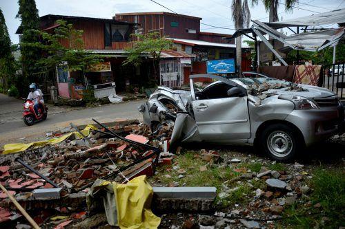 Das schwere Erdbeben forderte bisher 73 Todesopfer. reuters