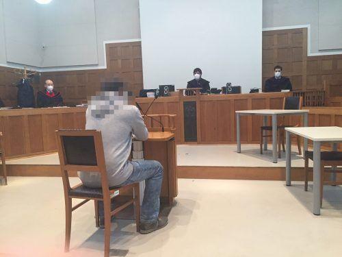 Der 42-jährige Angeklagte hat selbst sechs minderjährige Kinder. Zum Opfer seines Missbrauchs wurden die Töchter der Freundin.vn-gs