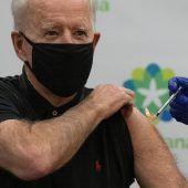 """<p class=""""factbox"""">Der baldige US-Präsident Joe Biden erhielt in einem Spital in Delaware die zweite Dosis des Corona-Impfstoffs von Biontech/Pfizer. AFP</p>"""