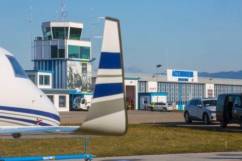 Der Flughafen Altenrhein verbessert die Sicherheit im Luftraum durch ein Drohnenerkennungssystem – das erste an einem Schweizer Flughafen. VN/Paulitsch