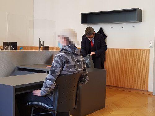 Der junge Angeklagte bestreitet sämtliche Vorwürfe.eckert