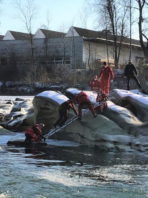 Der junge Mann konnte von der Wasserrettung über eine Leiter gerettet werden.PI Bregenz
