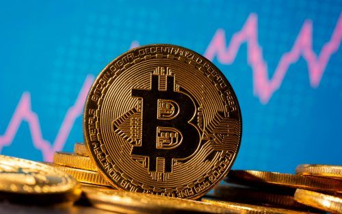 Der Kursanstieg des Bitcoin wirkt auch auf den Kurs anderer Kryptowährungen. Reuters