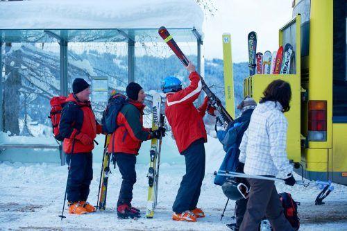 Der Landbus Montafon verkehrt voraussichtlich bis 29. Jänner im Nebensaisonfahrplan – die Skigebiete sind trotzdem mit den Öffis gut erreichbar. VVV/Hagen