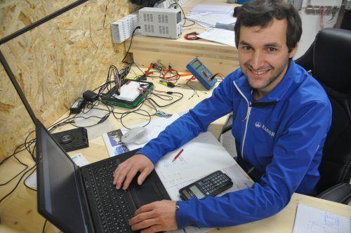 Der Ludescher Martin Sparr liebt es zu tüfteln und mit elektronischen Bauteilen zu hantieren.HAB