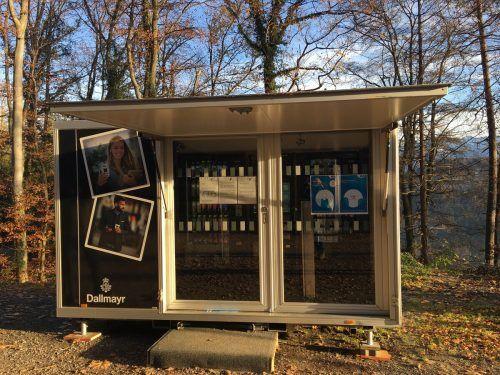 Der neue Getränke-Verkaufsautomat soll die WC-Anlage für den Spielplatz mitfinanzieren.Wildpark