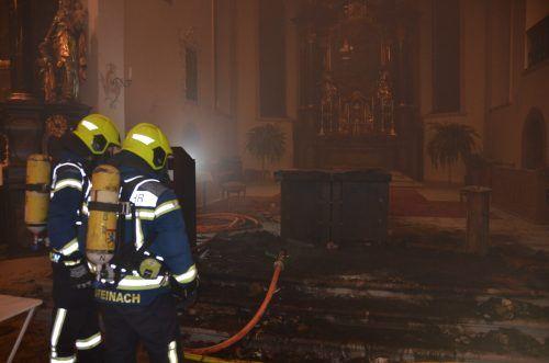 Die Einsatzkräfte fanden eine stark verrauchte Kirche vor. Kapo