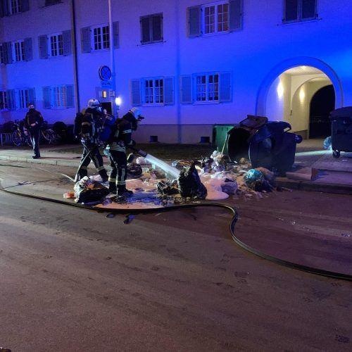 Die Feuerwehr Bregenz-Vorkloster wurde am Montagabend wegen einer starken Rauchentwicklung in einem Restmüllcontainer alarmiert. Feuerwehr BRegenz-Vorkloster