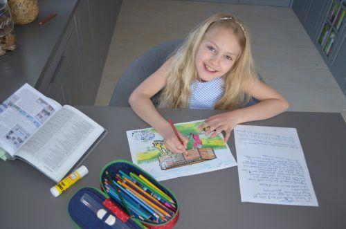 Die kleine Emilia malte und schrieb Briefe für die Bewohner einer Pflegeeinrichtung.