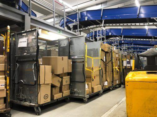 Die Paketmassen brachten die Postmitarbeiter an ihre Belastungsgrenze. VN