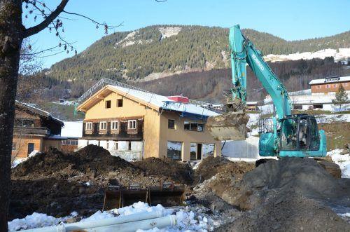 Die Bauarbeiten am Kurathaus in Au haben Vorgaben des Bundesdenkmalamtes zu erfüllen. Historisch wertvolle Bestandteile werden erhalten und in das neue Gebäude integriert. mam