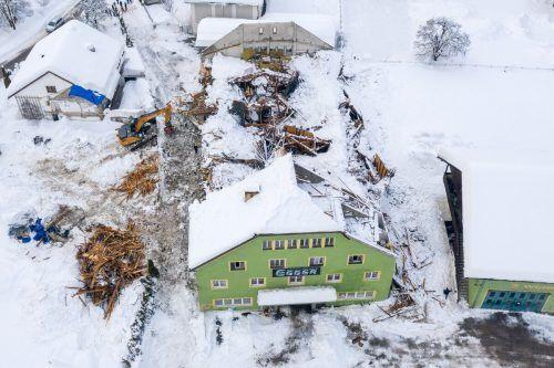 Die Ruine der aufgrund der Schneelast eingestürzten alten Versteigerungshalle.APA