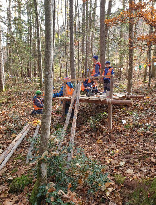 """Die """"Waldwichtel"""" haben ihren eigenen Waldplatz bereits ausgiebig getestet...Kindergarten Übersaxen"""