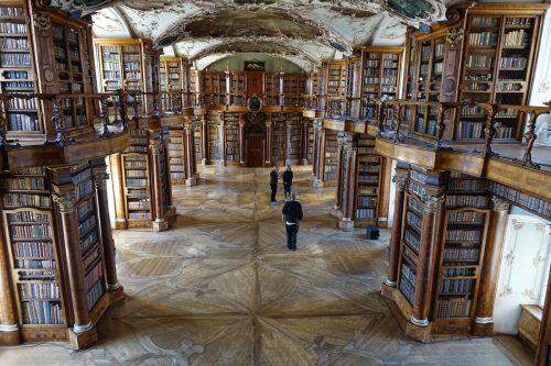 Ein Zeugnis für die Kunst der Vorarlberger Barockbaumeister ist auch die Klosteranlage in St. Gallen mit der Stiftbibliothek. sagmeister