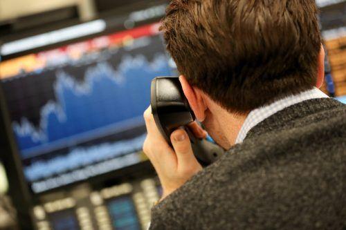 Anlagebetrüger nutzen Telefon und Internet, um Opfer auszunehmen. Reuters