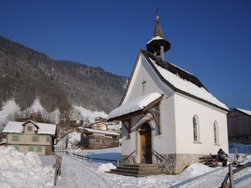 Fügt sich wunderbar in die verträumte Winterlandschaft: Die Kapelle des Heiligen Sebastian in Oberbezau (Oberhalden).Friedrich Böhringer
