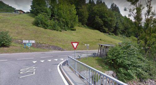 Gegenüber des bestehenden Buswartehäuschen soll in Garsella talauswärts ein neues Wartehäuschen errichtet werden.Google