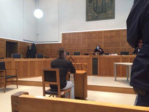 Gegenüber Richterin Sabrina Tagwercher verwandelte sich der Angeklagte in einen Mann von ruhigem und reumütigem Wesen.VN/GS