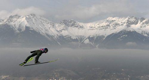 Hoch über Innsbruck flog Kamil Stoch dem Sieg auf der Bergisel-Schanze entgegen. Nun ist der Pole erster Favorit auf den Gesamtsieg bei der Tournee.apa
