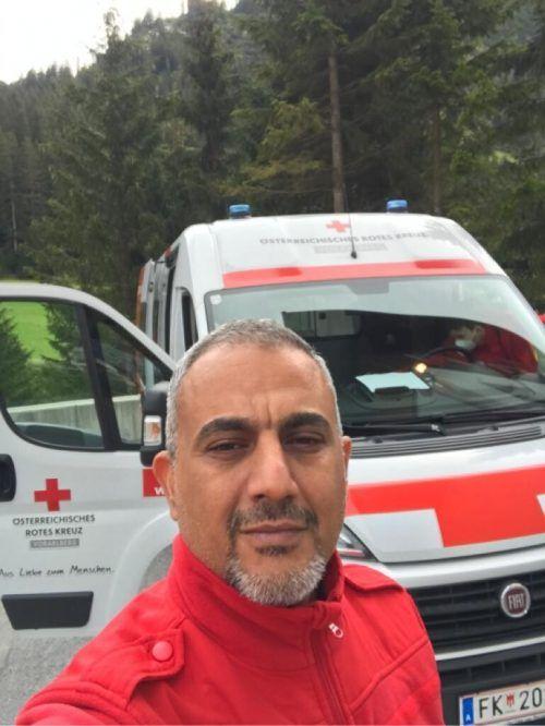 Hussein Khadim hilft beim Corona-Team des Roten Kreuzes.