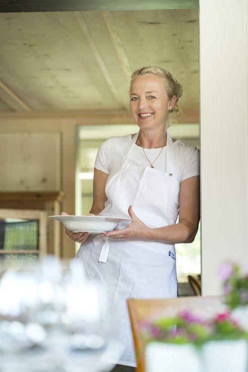 Ihre Liebe zum Kochen gibt Karin Kaufmann seit zehn Jahren in ihrer Kochschule in Egg weiter. Kaufmann