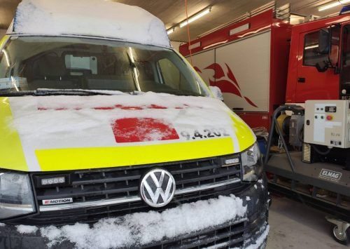 Im Ebniter Feuerwehrhaus steht derzeit auch ein eigener Rettungswagen bereit, solange die Straße in das Bergdorf gesperrt bleibt.mima