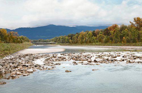 In den vergangenen 20 Jahren hat die Bregenzerach drei Mal historische Hochwasserstände erreicht, aktuelle Baumaßnahmen sollen das in Zukunft verhindern.