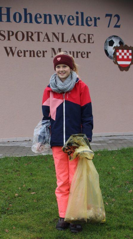 """Jana und ihre Schwestern haben """"Silvester-Müll"""" eingesammelt. STP"""